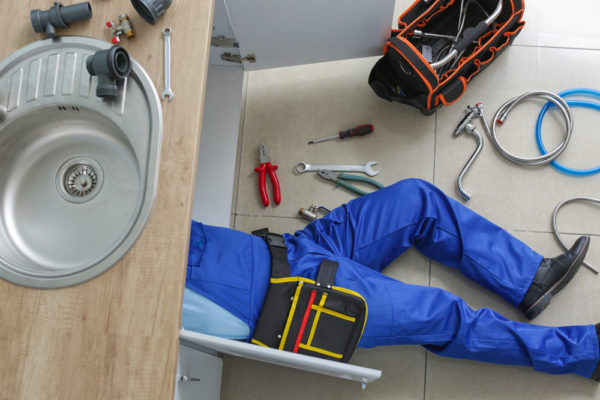 How Professional Plumbers in Boca Raton Handle These Plumbing Issues